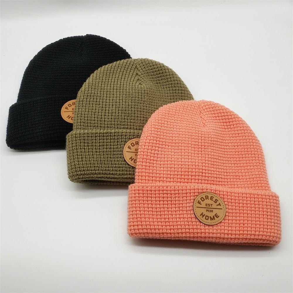 Custom High Quality 100% Acrylic Plain Dyed Leather Patch Logo Winter Skull Knitted Beanie Cap Hats For Running