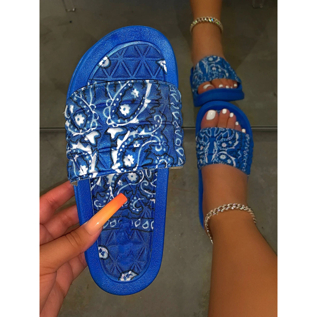 China wholesale new arrivals 2020 red blue bandana print sandals slippers for women bandana slides