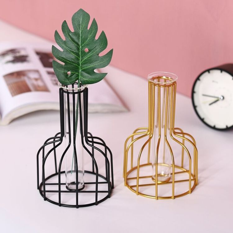 2020 amazon hot sale High quality Metal Frame Wrought Iron Flower Glass Vase Decorative metal wire flower vase For Home Decor