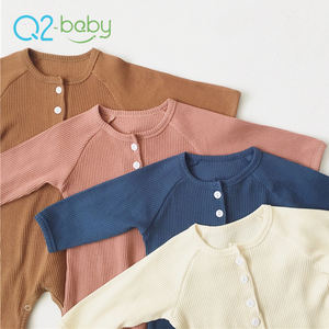 Q2-baby Hot Selling Soft 100% Cotton Knitted Button Newborn Baby Wears Rompers Jumpsuits