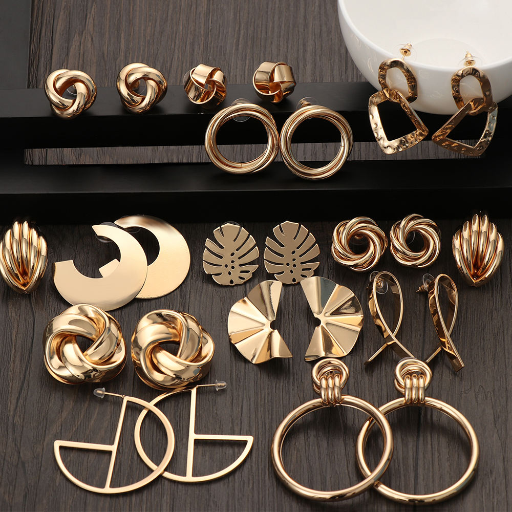 2020 Fashion Classic Gold Color Twisted Love Knot Stud Earrings For Women Simple Geometric Small Earrings Wedding Bridal N206048