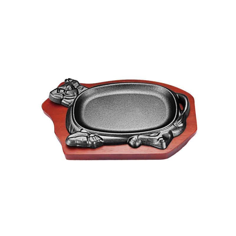 Wholesale cast iron frying pan hot plate steak sizzler plate cow shape sizzling plate with wooden base