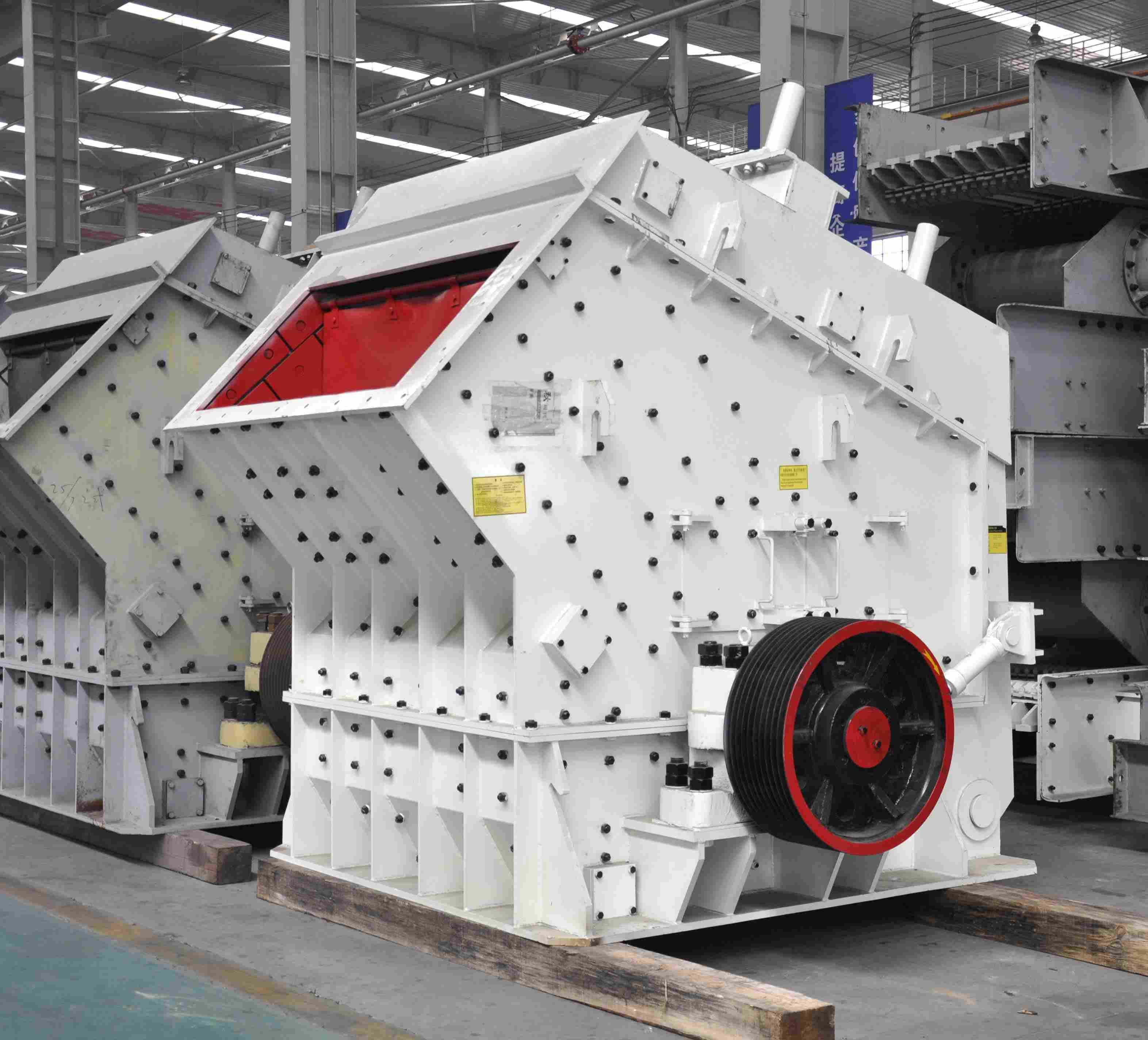 Building Material Shops Mobile Stone Crusher Price Granite Plant Low Vertical Type Hydraulic Breaker Limestone Impact in China