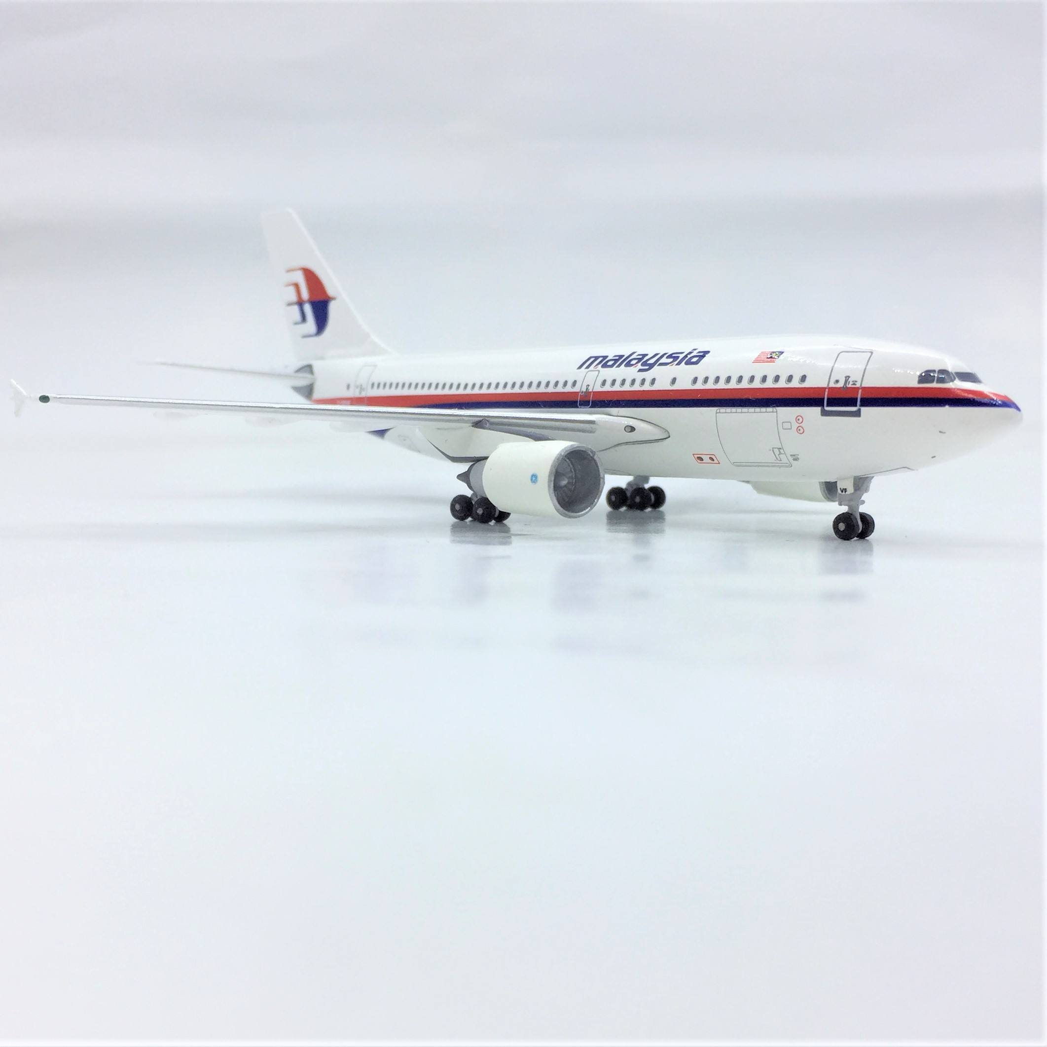 Aeroklasik 1:400 Airbus Malaysia Maskapai A-310 Collectible Model