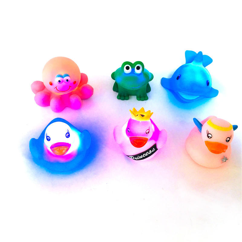 Juguetes Waterproof Floating Flash Custom Pvc Duck Glow Led Light Toys Light Up Bath Toy for Babies