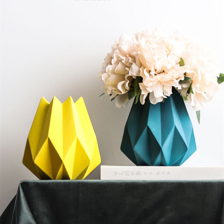 Manufacturers wholesale creative origami shaped ceramic flower vase for living room decorations