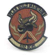 Low MOQ  personalized patterns Hook&loop backing and heat-cut border embroidered patches