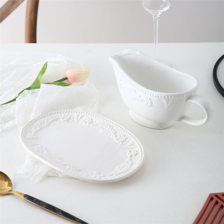 Wholesale hotel restaurant white relief design ceramic sauce jug gravy boat with stand