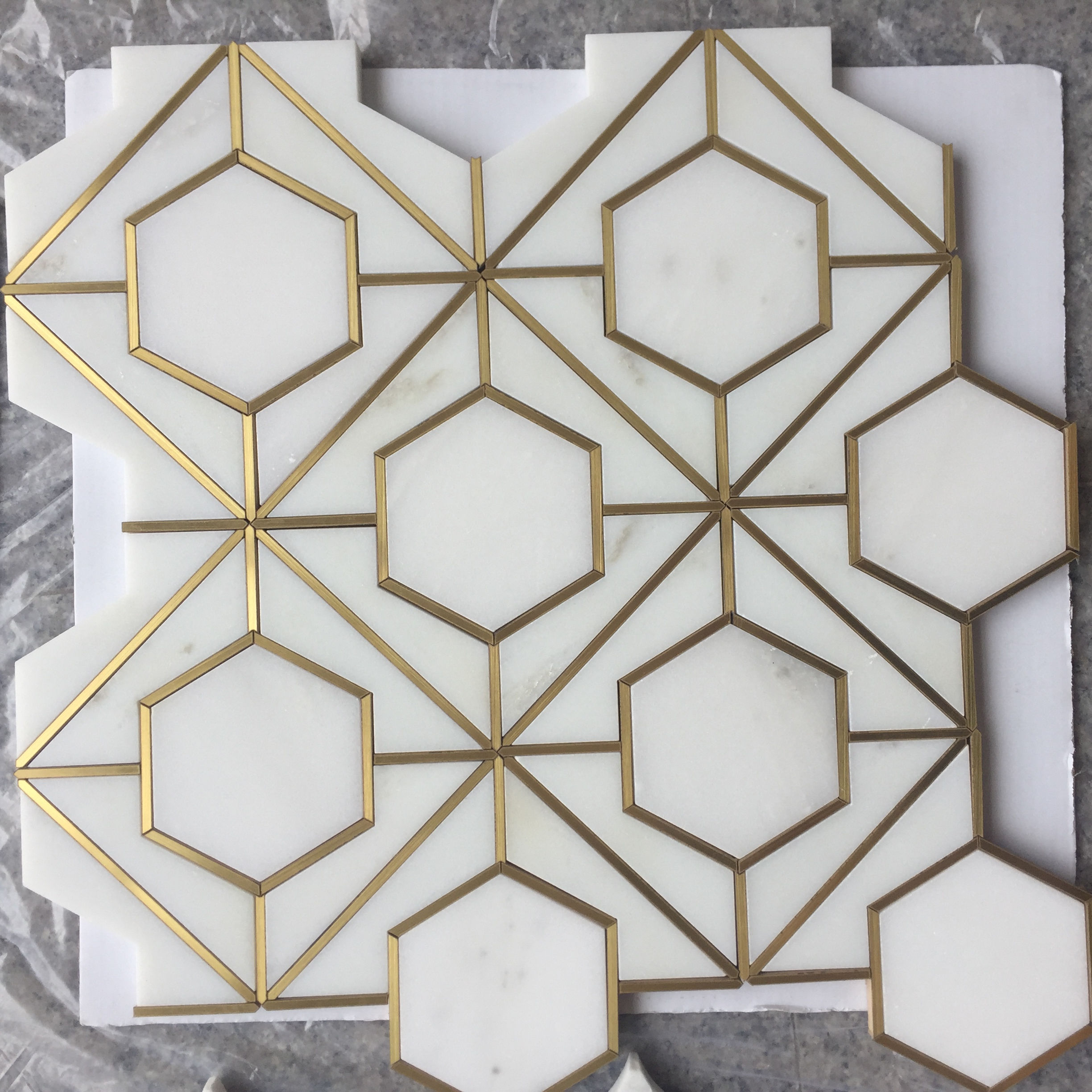 hexagon shape mosaic tile,thassos white marble and brass inlay material