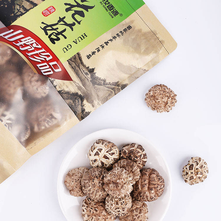 Specialty edible mushroom dried shiitake mushrooms thick and cracked hot pot soup ingredients flower mushrooms