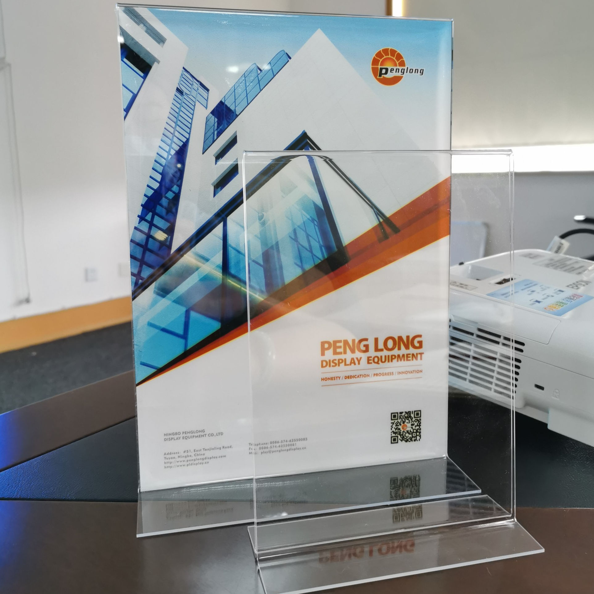 Wholesale clear custom advertisement picture stand acrylic A5 table menu holder