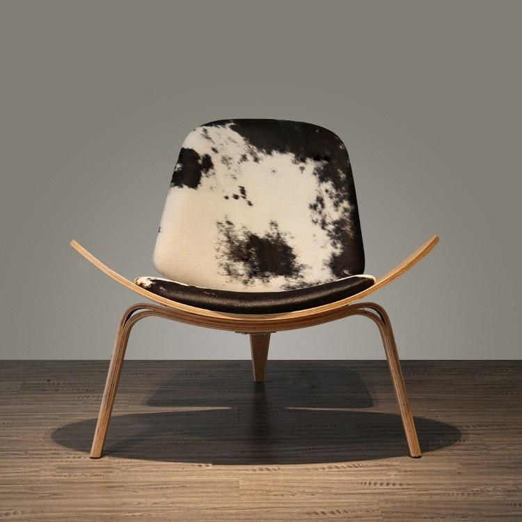 Nice Furniture Hans Wegner Shell Chair in Walnut Finish with Italian Genuine Black Leather
