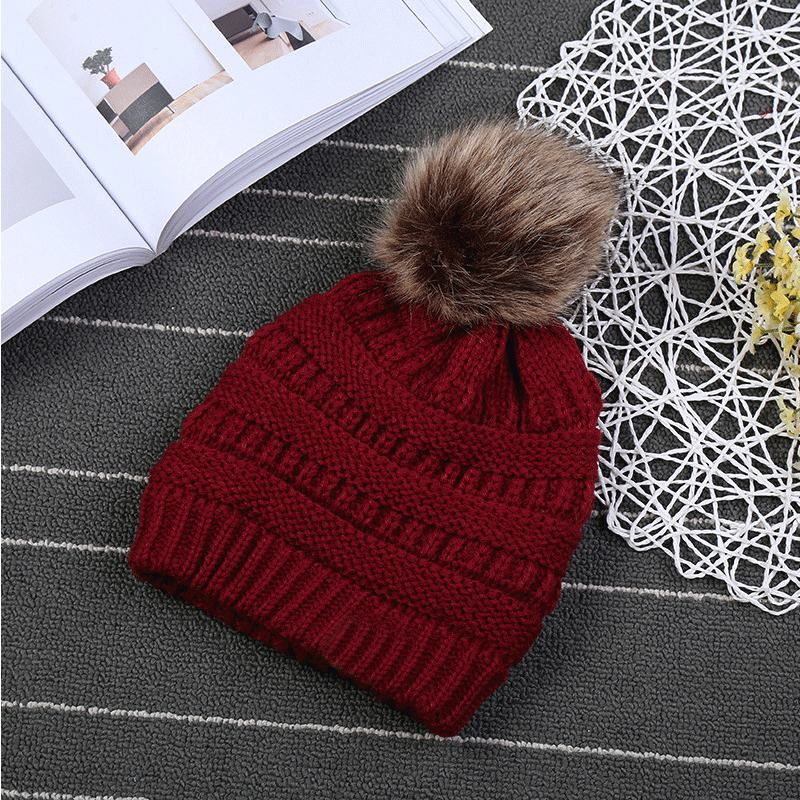 Women Trendy Hats Winter Knitted Fur Poms Beanie Label Fedora Luxury Cable Slouchy Skull Caps Fashion Leisure Beanie