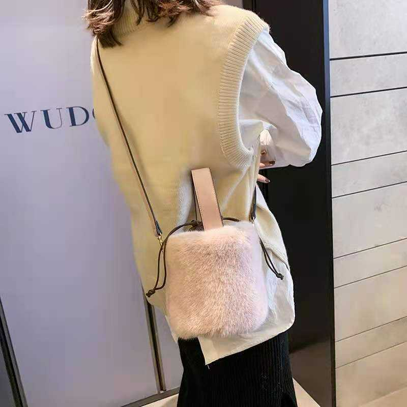 2020 new fashion high quality plush fur handbag women's shoulder bag/mink plush/round bucket bag