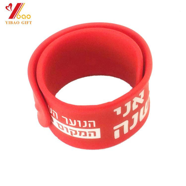 Fornecedores China personalizado moda silicone tapa pulseira/pulseira tapa com a impressão do logotipo