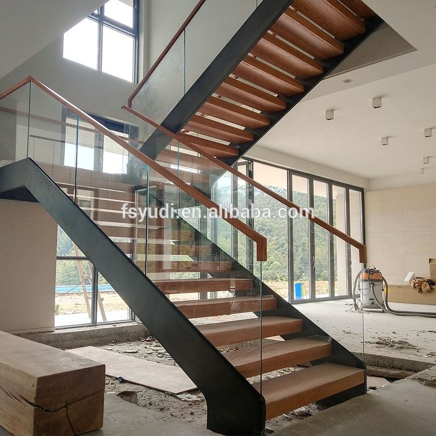 Villa Wood Tread Open Riser Staircase with Glass Balustrade
