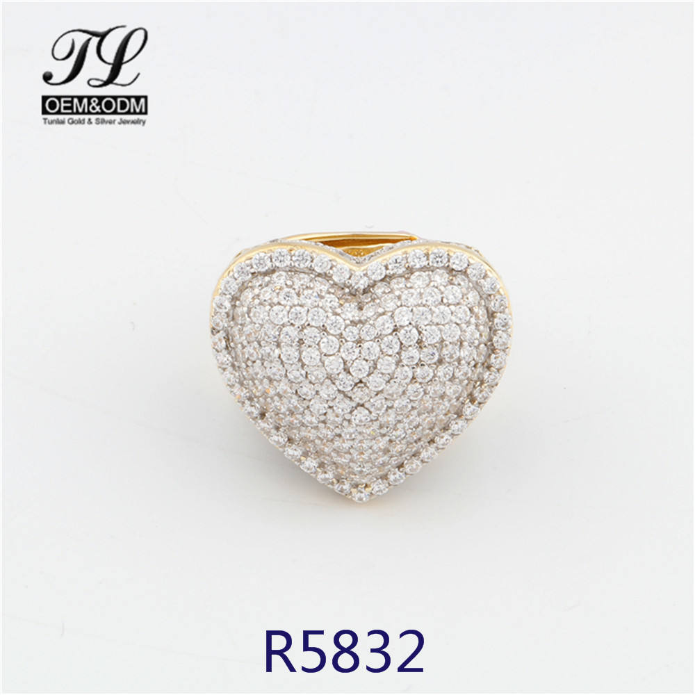 Menの3D Iced Out Peach Heart Diamond Pinky Ring 14 18k Gold Jewelry Factory Women Gold Plated Red Black Zirconia Heart Shape Rings