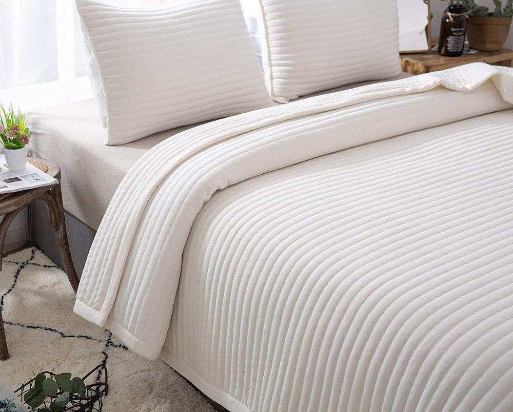 Summer lightweight thin quilt comforter quilted with 2 shams