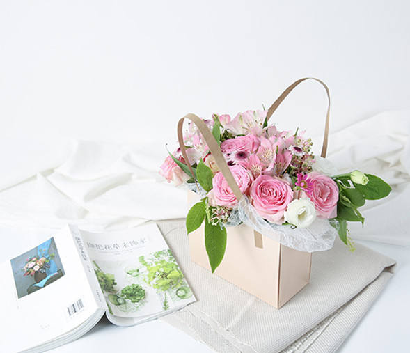 Luxury Shape Portable Kraft Brown Basket Preserved Rose Bouquet Packaging With Handle Lovely Girl Gift Art Paper Flower Bag