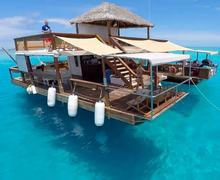 Floating platform prefabricated portable coffee shop design on water