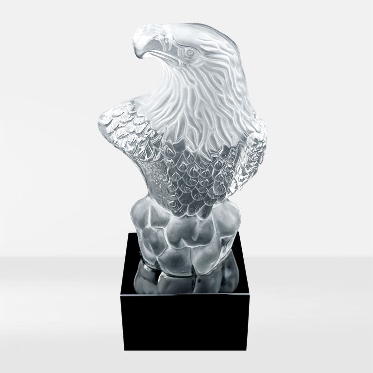 Individual character cheap crystal bird animal carving figures eagle crystal trophy ornament for business gift