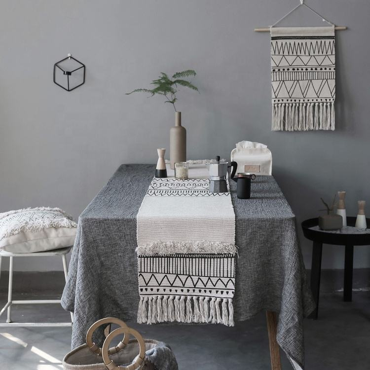 2019 Home Decoration luxury unique cotton woven tufted table runner custom printed table runner