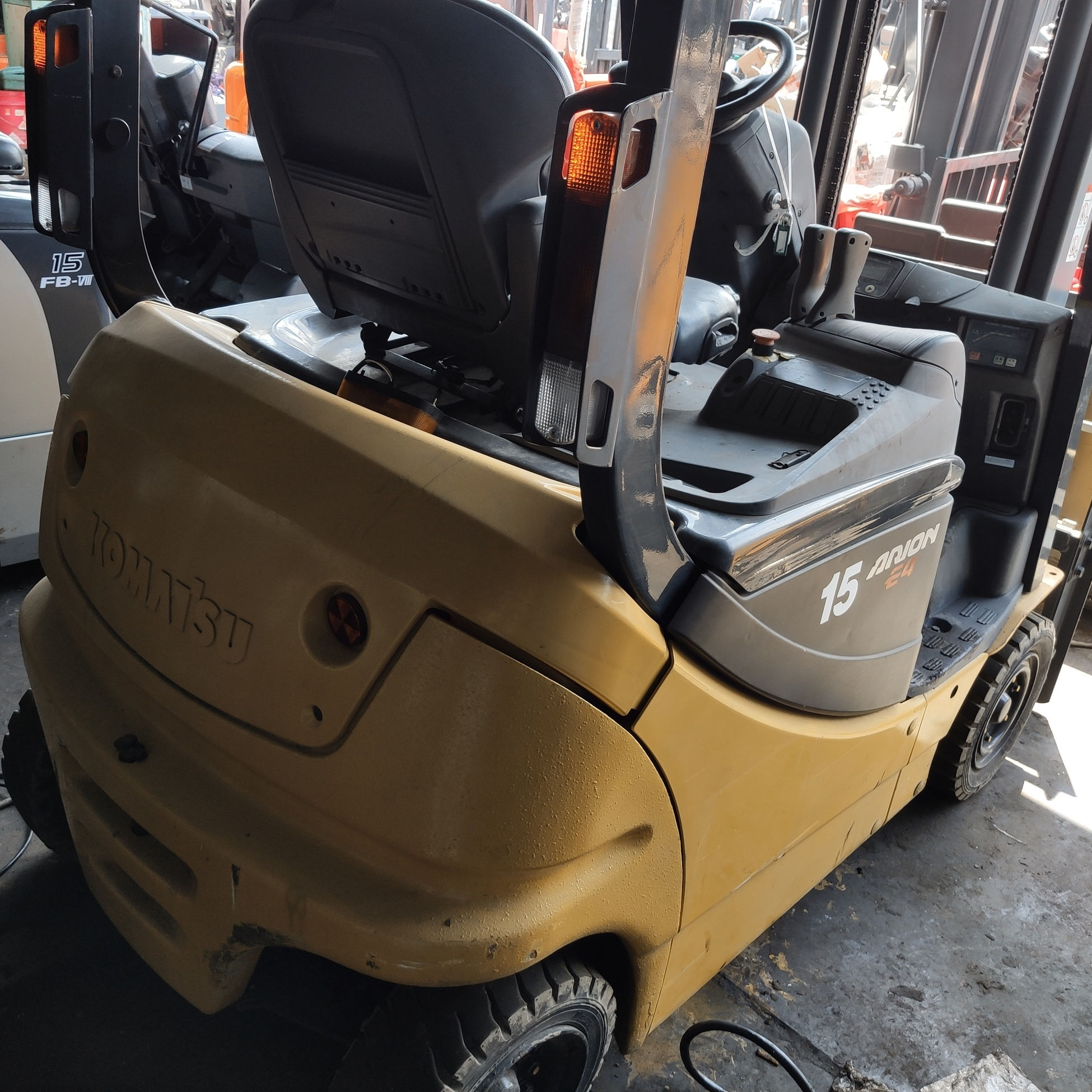 Used Komatsu Mini Four Wheel 1.5ton Forklift Electric for Warehouse Container