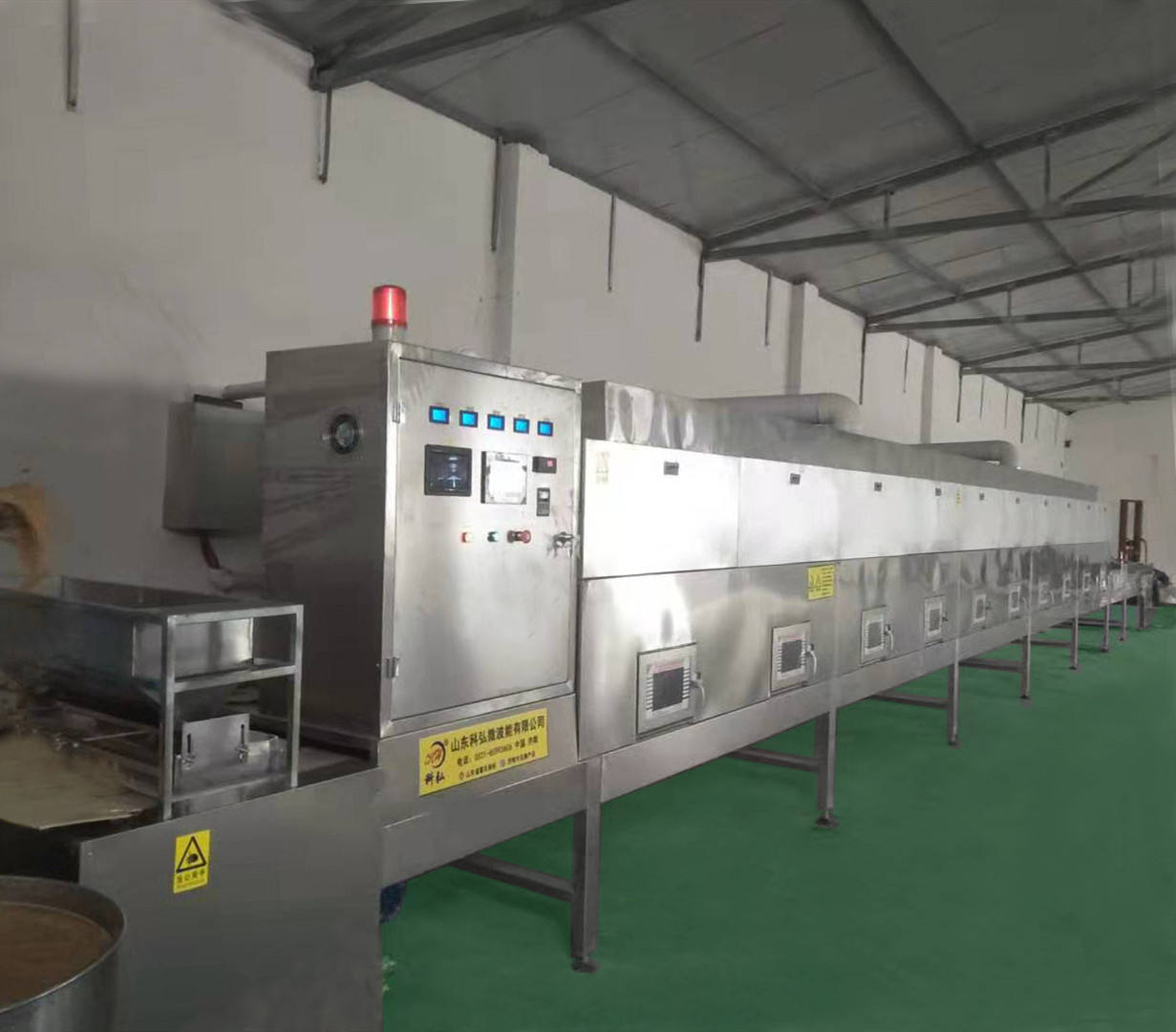 Microwave equipment for dehydrating and sterilizing milk products
