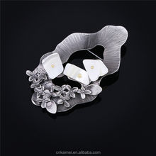 Custom Design wholesale Crystal Rhinestone Women and Men Flower Brooches