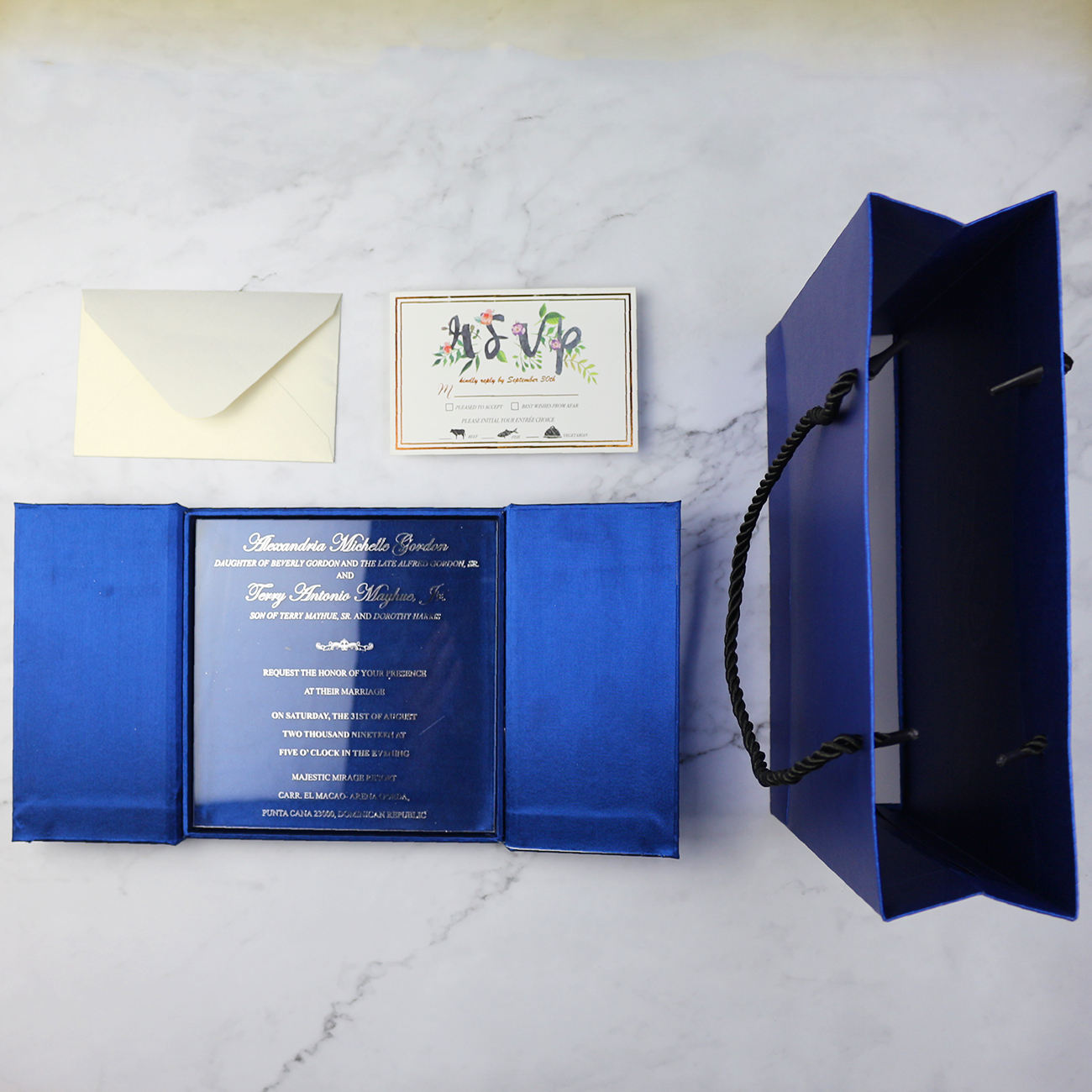 Custom Made Luxurious Navy Blue Silk Cover Wedding Invitation Box Clear Acrylic Invitation Card with Hand Bag
