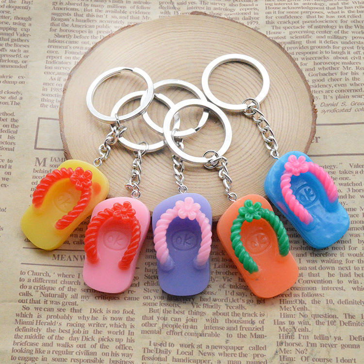 Amazon hot sale Resin Slippers Keychain Simulation Pendant Key Ring flip flops Keyfob Creative Gift (Random Color Send)