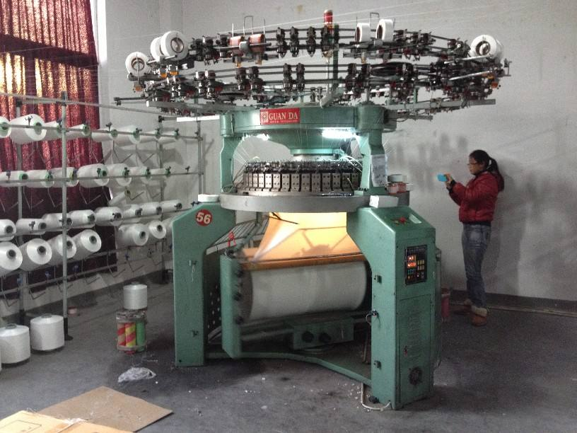 Circular single jersey knitting machines