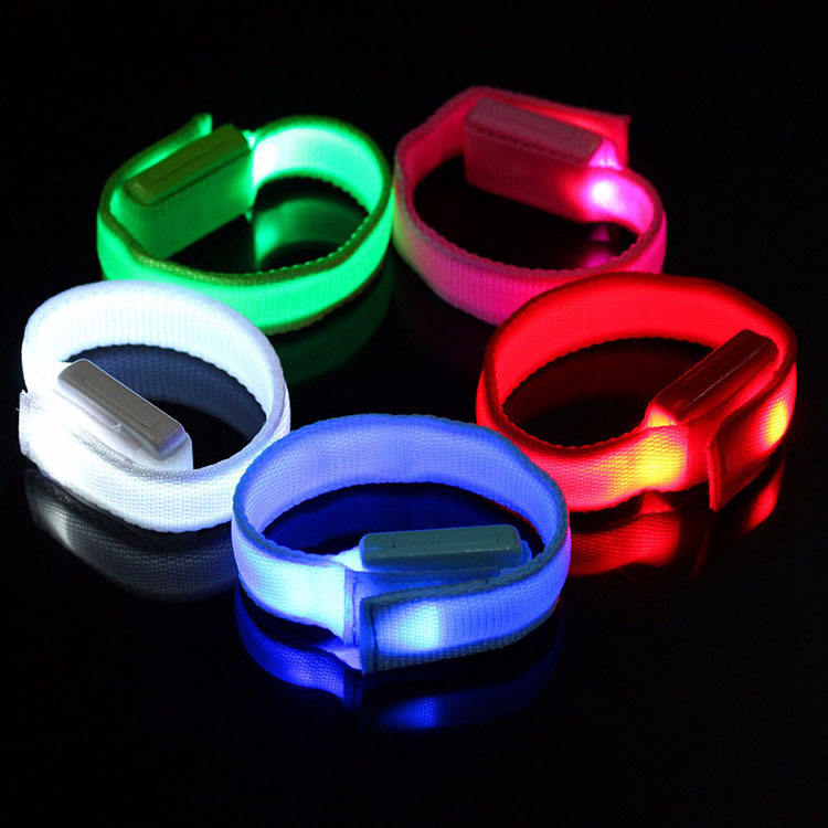 2020 New Ideas Party Events Torch Light Sport Concert Controller Festival Clasp Nylon Customized Led Glowing Wristband