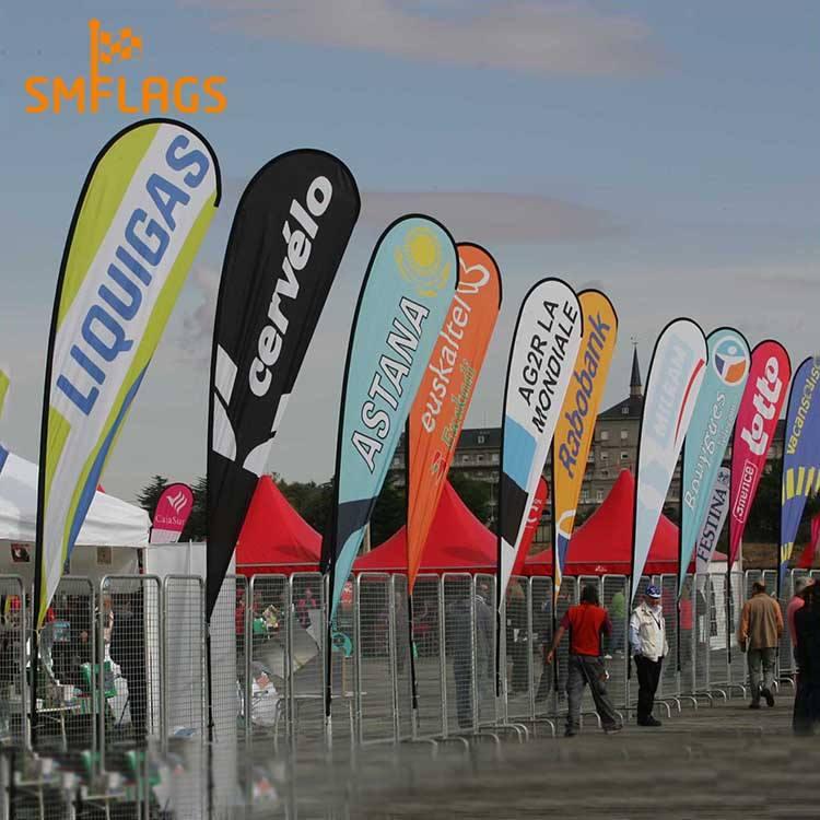Buena calidad de visualización al aire libre decorativa forma de lágrima polo banderas con alta calidad