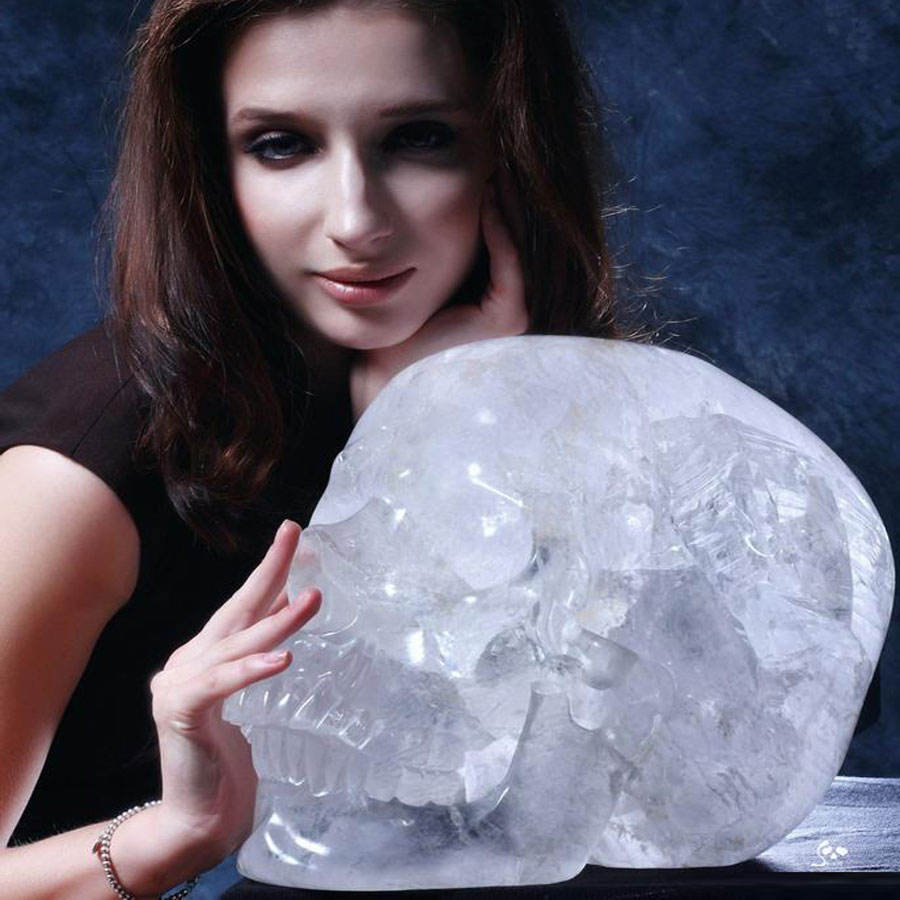 wholesale large quartz rock natural clear crystal skull ornament
