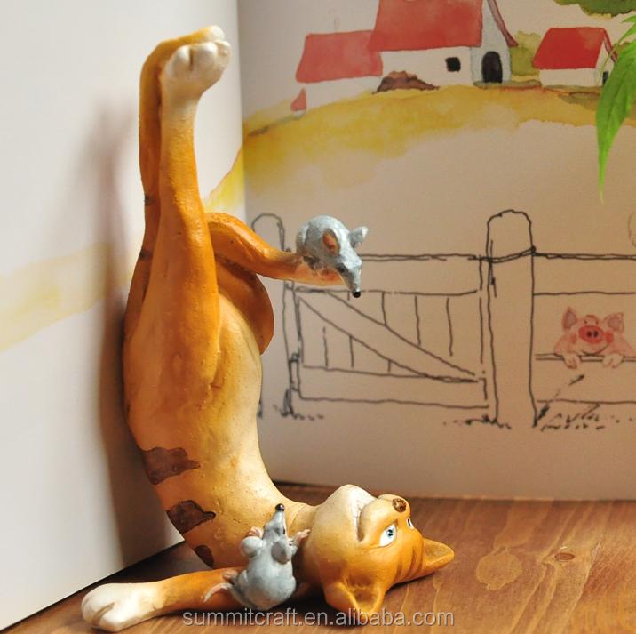 ストーリー、 もてあそん樹脂の寿命のサイズの猫の像