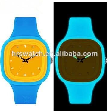 Nouveau design de mode montre numérique vogue, personnalisée. durable pour le sport en silicone montre gelée montre
