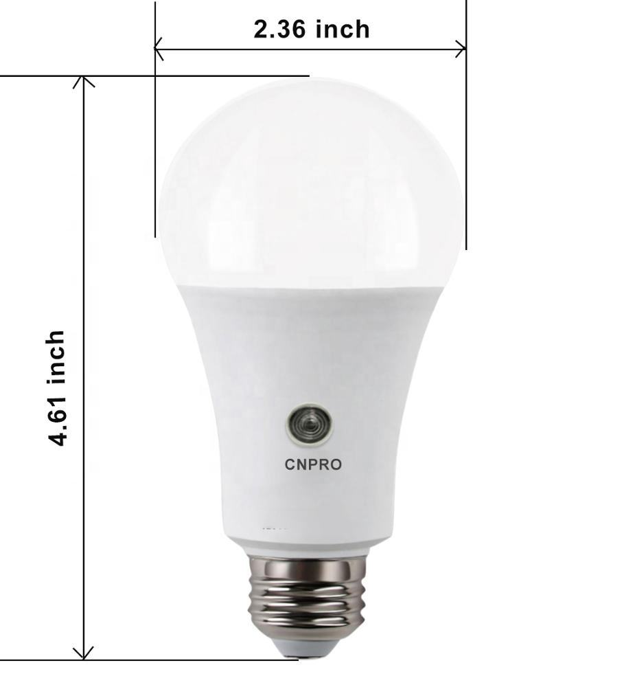 Amazon Top Sale 8W 800Lm Dusk to Dawn Outdoor Lighting 110V/220V Smart Automatic Sensor LED Smart Bulb