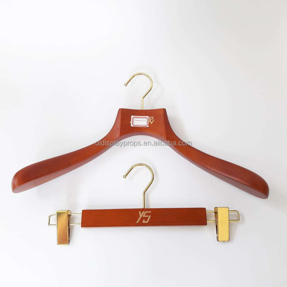 Hot selling brown color Wooden Top hangers and pants hanger for clothing hanger in golden hook