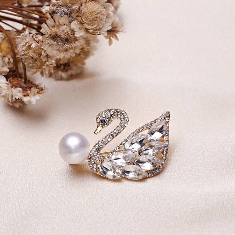 Crystal Pearl Trim Swan Diamond Pin Woman Rhinestone Safety Mini Brooch