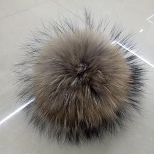 Competitive Price Newest Real Raccoon Fur Pompoms with Snaps Buttons Attachments