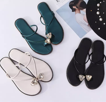 2019 slippers wholesale sales women shoes new pinch-foot holiday beach flat-soled women  sandals