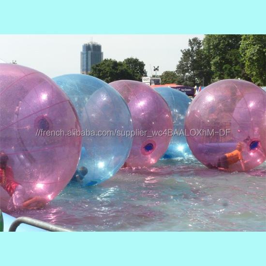 Enfants se rouler dans grand balles en <span class=keywords><strong>caoutchouc</strong></span> clair robinet à flotteur