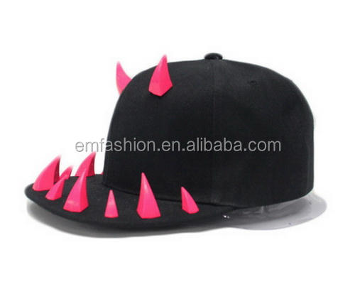 2016 Fashion New Hip Hop Cool Punk Ox Hoorn Spikes Klinknagels Stud Platte Rand Snapback <span class=keywords><strong>Cap</strong></span>