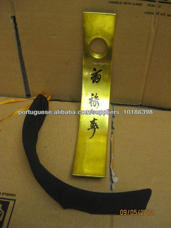 Novo estilo de 2013 suporte para garrafa de vinho laca Hotsale com a cor ouro metálico brilhante com letras chinesas