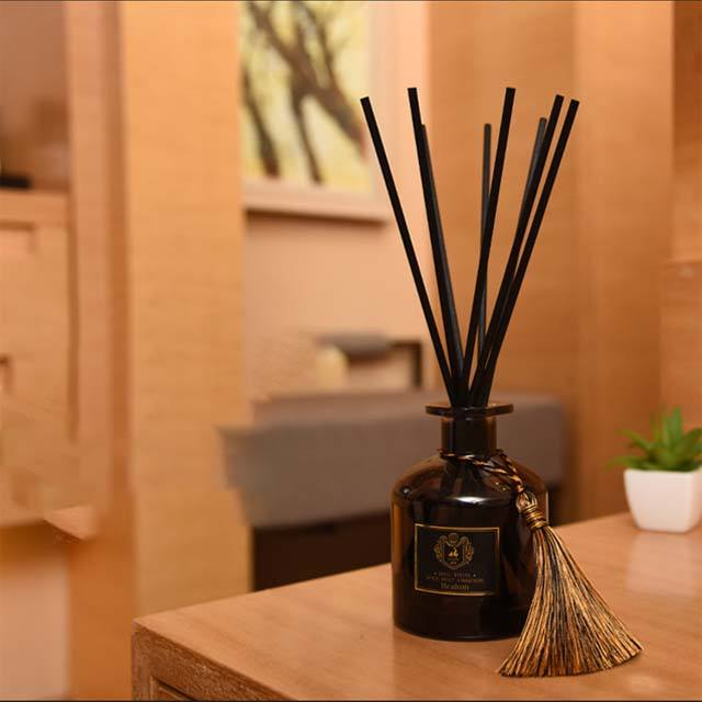 OEM 125ml luxury aroma reed diffuser with sticks and flower