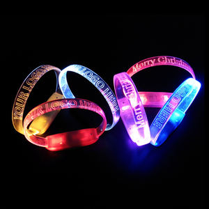 Kustom cahaya up party wristband flashing suara diaktifkan led gelang partai nikmat china