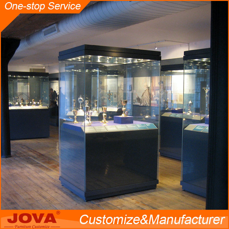 Antique elegant OEM ODM freestanding wooden pedestal glass museum display cases for museum decoration equipment