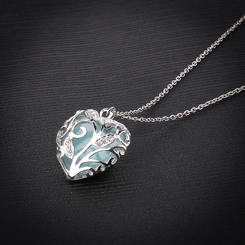 New hollow heart-shaped glow in the dark necklace jewelry for women