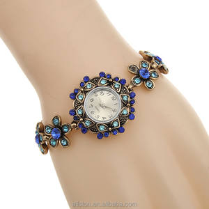 New Style Latest Design Retro diamond Wrist Set Fancy Brand Name Bracelet Lady Stone Watch